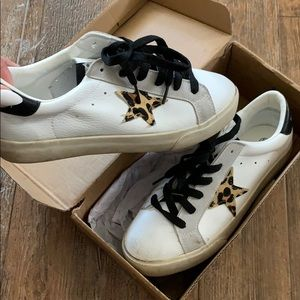 Star patch leopard sneaker